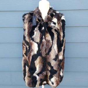 New Romeo + Juliet Couture faux fur snap up vest